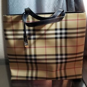 🇬🇧 Burberry Nova Check Tote
